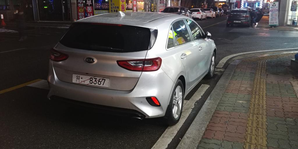 2018-Kia-Cee'd-rear-three-quarters-right-side-spy-shot.jpg
